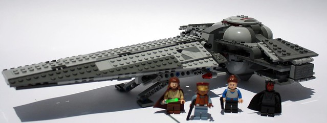 Sith Infiltrator and Minifigs
