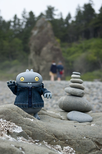 Uglyworld #1210 - Ruby Beach Cairn by www.bazpics.com