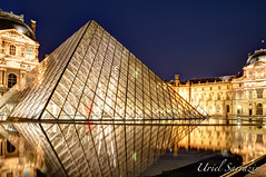 Le Louvre (Uriel Sarrazin) Tags: blue paris france reflection tourism water museum night landscape mirror nikon eau europe cityscape louvre illumination palace muse hour visiting miroir iconic reflexion miror sincity wow1 d90 mitterand pyrami flickraward nikonflickraward dblringexcellence