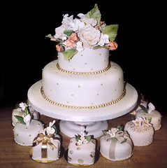 "<p>""Roses with Gold Balls &amp; Gold Pearls with Mini Cakes"" </p>"
