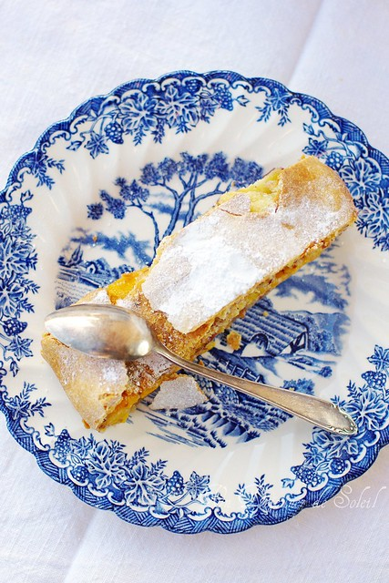 Strudel with peaches and olive oil