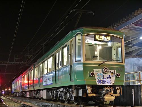 江ノ電22F+2002F稲村ヶ崎行き最終電車@長谷