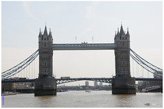 Tower Bridge in UK.... (Jean-Jacques DELCAMPE) Tags: england london tower history nature architecture fun liberty eau photos couleurs bateaux ciel beaut londres pont pierres nuages numrique navigation barque centenaire voyages numeric portes antiquit aventure d300 supershot clochet plandeau anawesomeshot artisique nikond300 embarquation on4lja jeanjacquesdelcampe vieuxvhicule vieuxmursdepierres