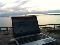 Sunset blogging [Photo by claeskrantz] (CC BY-SA 3.0)