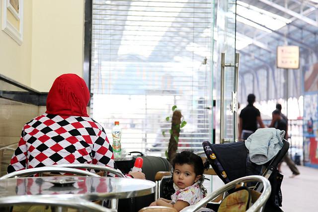 エジプト、アレキサンドリア駅のカフェ