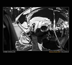 Autorretrato en el casco de un bombero v.3.0 (Chema Concellón) Tags: blackandwhite españa reflection blancoynegro night easter noche spain europa europe iglesia valladolid reflejo nocturna ritual veracruz autorretrato fachada 2009 casco virgen fotógrafo semanasanta tradición castilla celebración cámara penitentes procesión rito bombero hollyweek castillayleón costumbre religión cofrades devoción cofradía capirotes lunessanto capuchones chemaconcellón penitencial santaveracruz santísimorosariodeldolor