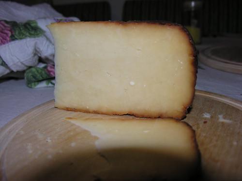 Çerkez füme peyniri szemből