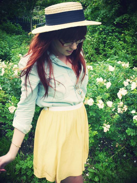 walking-thru-the-rose-gard4