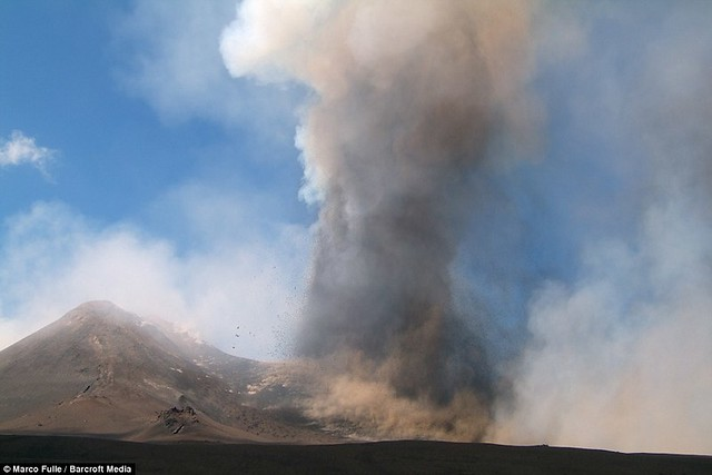 Mount Etna eruption closes airports and 'knocks clocks 15 minutes fast'  1