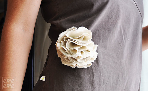 Brooch Beige flower