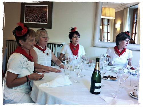 Momenticos San Fermín 2011 - Las chicas joyeras de los tocados