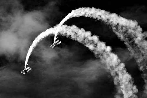 [フリー画像] 乗り物, 航空機, モノクロ写真, 201107262300