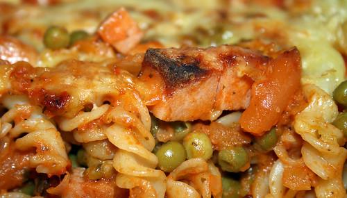 34 - Leberkäse-Nudelauflauf / Meat loaf noodle casserole - CloseUp
