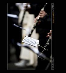 Dndo la nota (Chema Concellon) Tags: espaa easter banda spain europa europe dof valladolid desenfoque ritual msica 2009 semanasanta msico nota tradicin castilla celebracin cofrade penitente procesin rito hollyweek juevessanto castillaylen costumbre religin 50v5f partitura devocin cofrada 100vistas hbito sacramental clarinete sagradacena chemaconcelln penitencial bandamusical desenfoqueselectivo procesindelasagradacena