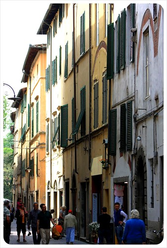 lucca narrow lane