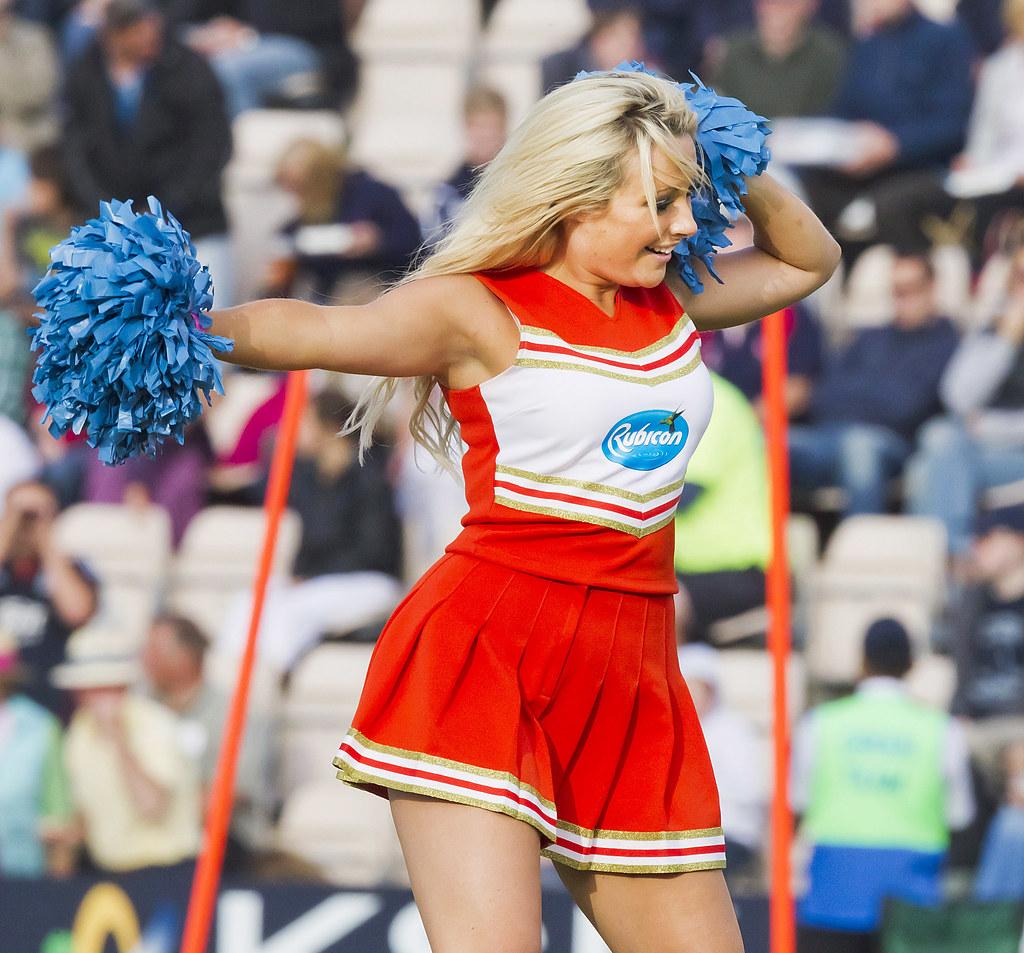 Cheerleaders fun hot blonde teen-3616