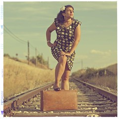 Mi recompensa (Carmen Hache) Tags: music vintage cd retro msica maleta taera lanzamiento 50f14 vasdetren conmsicamuchomejor mirecompensa