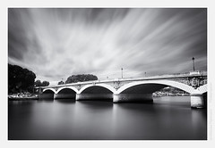 Pont d'Austerlitz (Guillaume VX) Tags: longexposure bridge bw paris seine clouds nb filter pont polarizer nuages fleuve lightroom filtre nd400 poselongue polarisant nd8 leefilters silverefexpro 09ndgrad