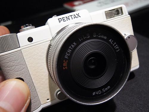 PENTAX Q White 02