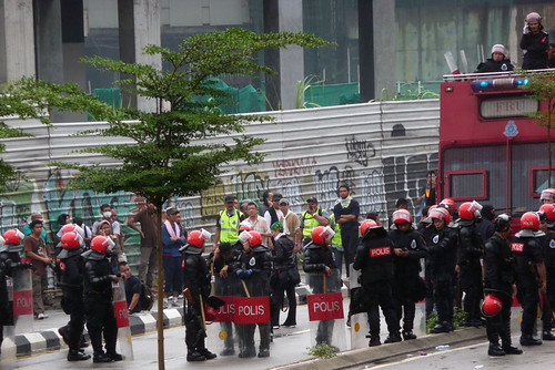 BERSIH 2.0 - 3.11pm - zooming in on FRU from Tung Shin hospital