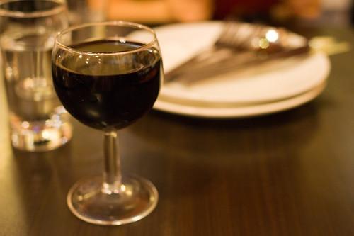只要有酒的話, Pさま就會靜靜的坐下來等吃了