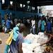Tumulto de pessoas e mercadorias no ferry