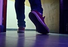 Jul15 Hasta el lunes... (Alba Ceci ) Tags: portrait woman girl puerta chica autoretrato zapatos julio converse higuerote fotodiaria albaceci