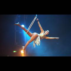 X-benen (Spinool) Tags: woman artist legs circus x swing ring bergenopzoom acrobate kiek 2011 hoepel xlegs acrobaat hermanrenz kijkindepot xbenen netzolenigalsmijnschoonmoeder