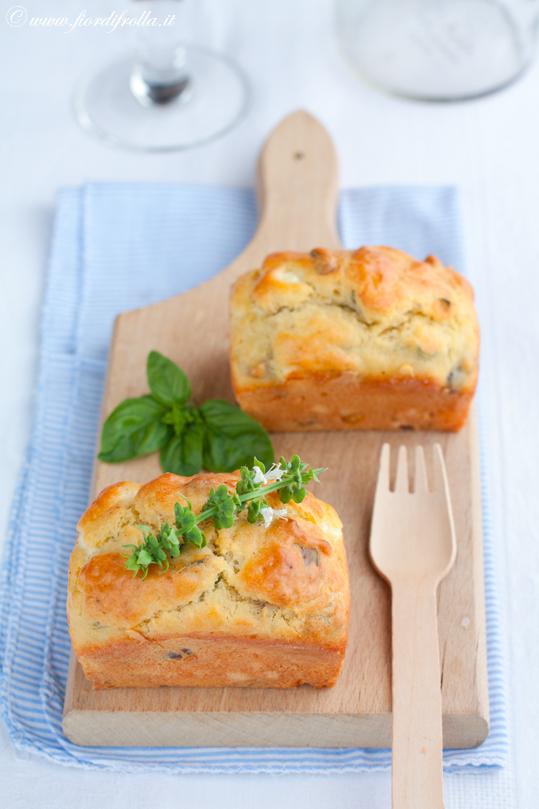 miniMini cakes alla feta, pistacchi e basilico