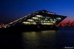 Hamburg Dockland (Benjamin von Tilly Kistner) Tags: travel light sea building architecture port river germany deutschland dawn lights licht harbor twilight wasser niceshot harbour crane hamburg architektur bluehour dmmerung blau fluss kran gebude elbe lichter wather dockland blauestunde mygearandme mygearandmepremium dblringexcellence flickrstruereflection1 flickrstruereflection2 flickrstruereflection3 flickrstruereflection4 flickrstruereflection5