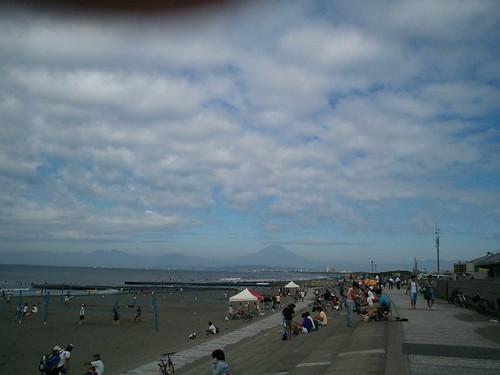 今日は鵠沼で波乗りー。富士山も見えるー!