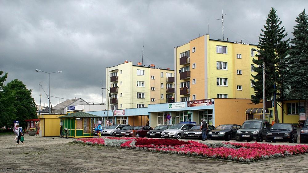 Biłgoraj plac Wolności i stanowiąca  jego zachodni bok ul.Moniuszki