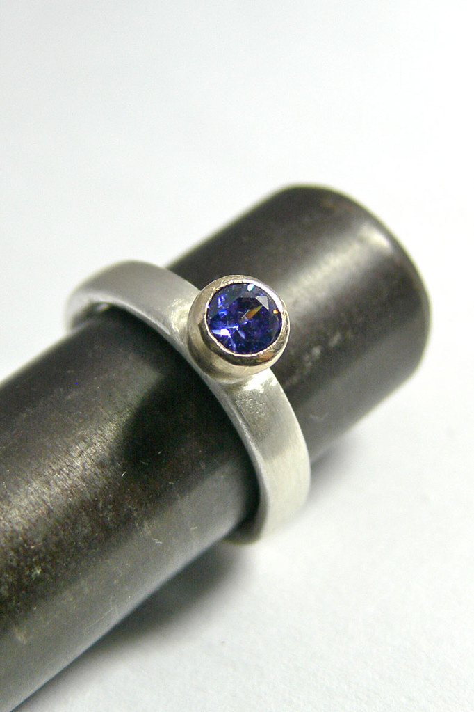 Silver and 9ct gold Ring w/ Blue Cubic Zirconia