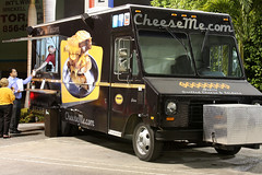 food truck in Miami (by: muy yum/Larry, creative commons license)