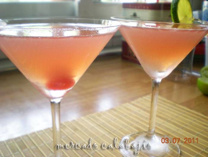 Cómo hacer un cóctel Cosmopolitan en casa - Mercado Calabajío