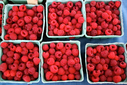 farmers-market-raspberries