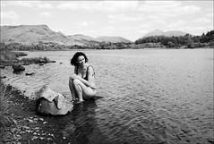 girl by the loch (gorbot.) Tags: blackandwhite bw trossachs f19 kilchurncastle leicam8 digitalrangefinder ltmmount voigtlander28mmultronf19 robertalochawe
