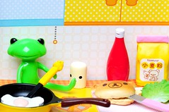 Relax Cooking (Sai / Rebecca) Tags: bear pink red green cooking kitchen yellow bread relax japanese miniature wanda salad bottle nikon friend ketchup egg salt mini frog tiny kawaii pan rement flour fried rilakkuma sanx kaeru   d5000  wonderfrog  fortunewanda  nonbiricooking
