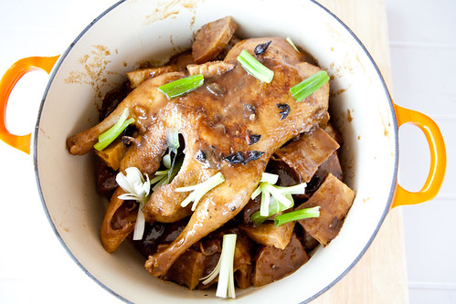 Stewed duck with taro (芋頭燉鴨)