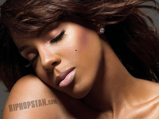 Kelly Rowland - Digital Booklet - Here I Am_Page_09