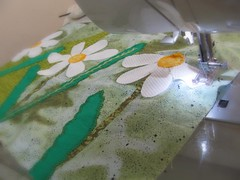 Hoje já costurei  ... (Joana Joaninha) Tags: flor feliz máquina sábado costura joanajoaninha hellennilce