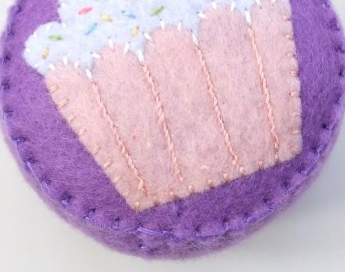 Felt cupcake pincushion 13