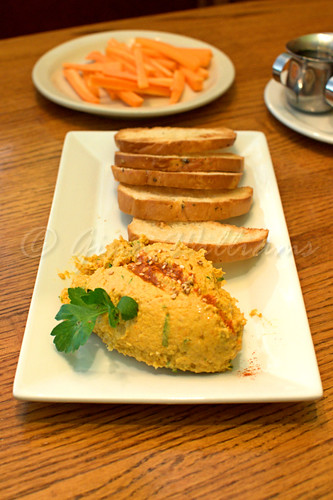 Hummus with Toast