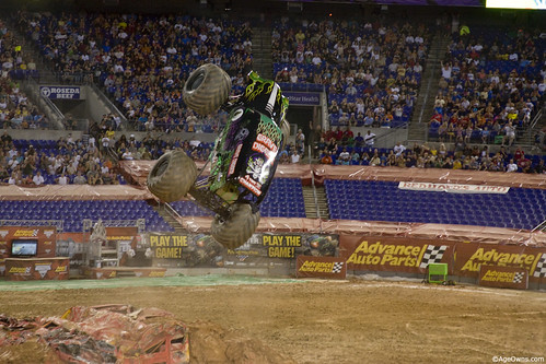 Grave Digger aims up