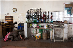 Prayer - Kerak, Jordan (Maciej Dakowicz) Tags: city cafe shisha interior muslim islam prayer middleeast jordan coffeehouse salat waterpipe hookah kerak salah karak coffeeeshop maqhan