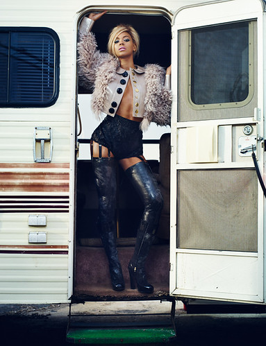 beyonce-lv by ֹDazed & Confused Magazine