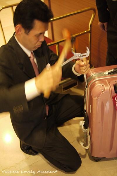 破壞行李箱01