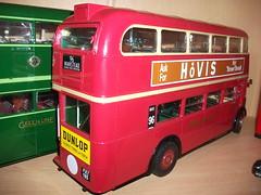 1/24th scale London transport 2RT2  RT10 by Sunstar. (Ledlon89) Tags: bus london transport londonbus scalemodel sunstar scaleddown aecregent diecastmodel rtbus