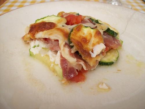 Calabacines, tomates y requesón al horno