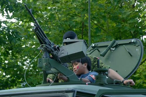 L'enfant et le gros pistolet - Canada Day